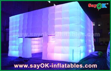 China O PVC exterior revestiu a barraca inflável do cubo gigante com o ventilador da luz/ar da mudança da cor fornecedor